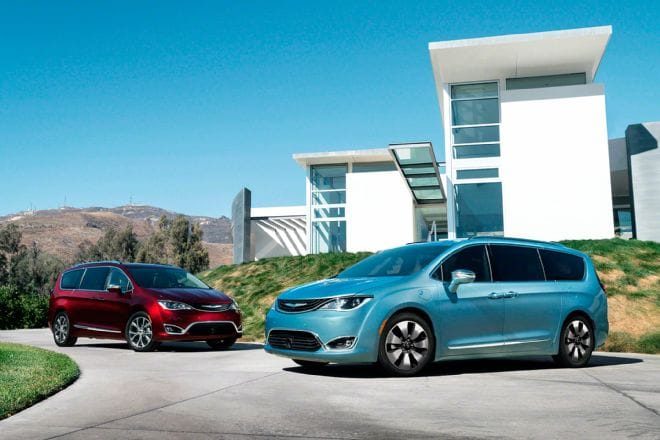 2017-chrysler-pacifica-hybrid-and-pacifica-limited-front-three-quarter